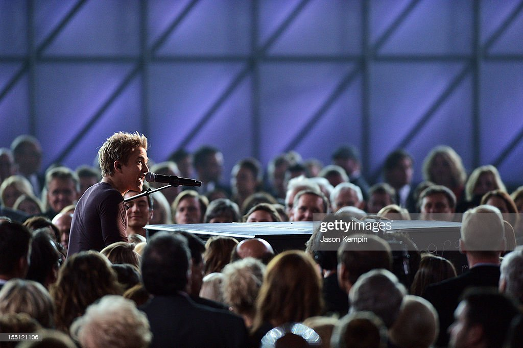 <a gi-track='captionPersonalityLinkClicked' href=/galleries/search?phrase=Hunter+Hayes&family=editorial&specificpeople=3290701 ng-click='$event.stopPropagation()'>Hunter Hayes</a> performs during the 46th annual CMA Awards at the Bridgestone Arena on November 1, 2012 in Nashville, Tennessee.
