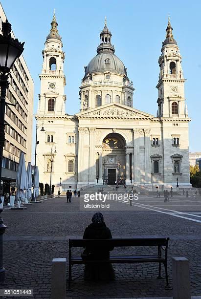 Reich an Geschichte und Kultur gilt diese Stadt als eine der schoensten Hauptstaedte in Europa Das Foto zeigt StStephanBasilika HUN / Hungary /...