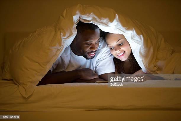 Marito e moglie sdraiata a letto