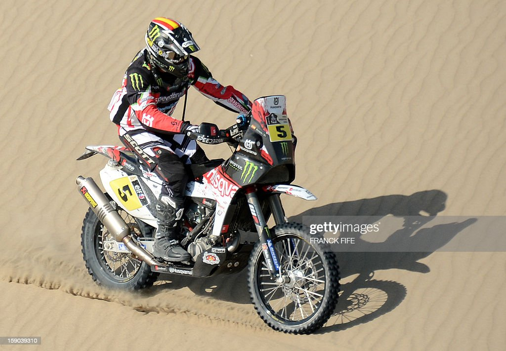 Husqvarna biker Joan Barreda Bort of Spain competes competes during the Stage 2 of the Dakar 2013 in Pisco, Peru, on January 6, 2013. The rally will take place in Peru, Argentina and Chile from January 5 to 20. AFP PHOTO / FRANCK FIFE