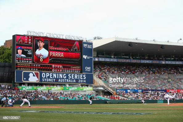 HyanJin Ryu of the Dodgers pitches to Gerardo Parra of the Diamondbacks during the MLB match between the Los Angeles Dodgers and the Arizona...