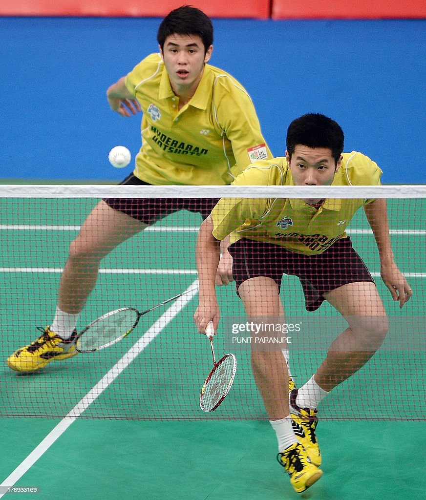 Hyderabad Hotshots players Wah Lim Khim L and Goh V Shem play