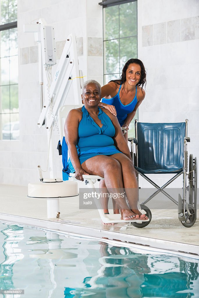 Hydrotherapy treatment for senior African American patient : Stock Photo