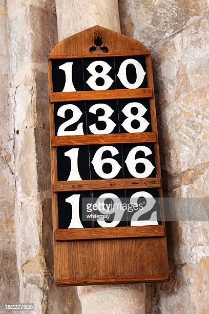 Hymne chiffres repasser dans une église