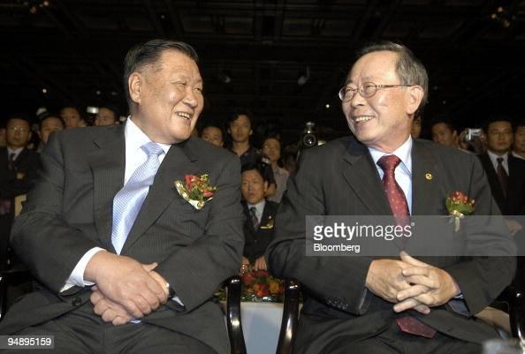 Hyundai kia motor co ltd chairman chung mongkoo left shares a laugh