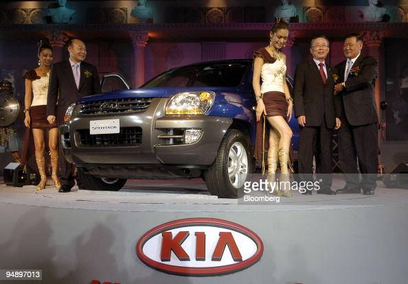 Hyundai kia motor co ltd chairman chung mongkoo right and south korea