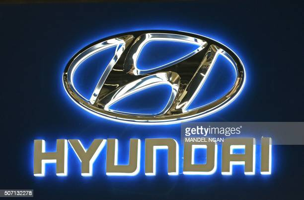 A Hyundai logo is seen at the 2016 Washington Auto Show on January 27 2015 in Washington DC / AFP / Mandel Ngan