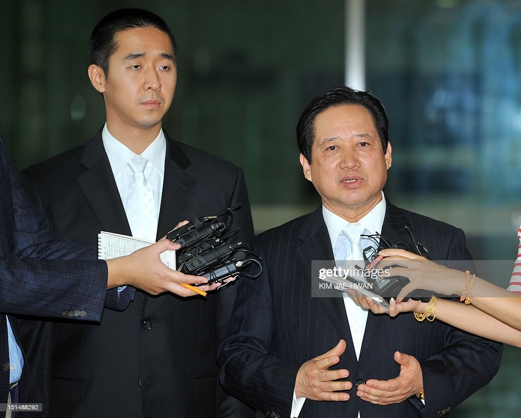 Hyung Jin Moon (L), the successor to Sun Myung Moon, the deceased founder of the Unification Church, with Park Sang-Kwon (R) the president of the church-invested Pyeonghwa Motors in North Korea, talks with members of the media on arrival at the border checkpoint at Dorasan in Paju on September 8, 2012, the route that leads to the Seoul-invested industrial estate in the North's Kaesong City. The youngest son and successor to Sun Myung Moon, the Unification Church's deceased founder, had a tearful reunion in North Korea with his aunt as they mourned Moon's death, a church official said. AFP PHOTO / KIM JAE-HWAN