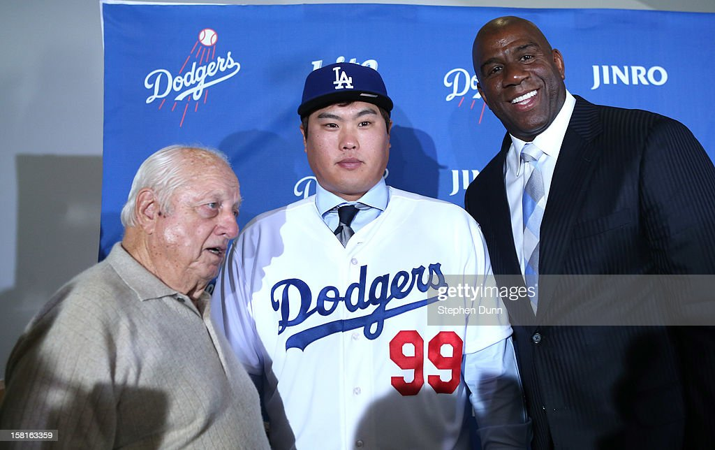 Hyun-Jin Ryu poses with Dodgers owner Ervin Magic Johnson (R) and team executive Tommy Lasorda at a press conference introducing him following his signing with the Los Angeles Dodgers at Dodger Stadium on December 10, 2012 in Los Angeles, California.