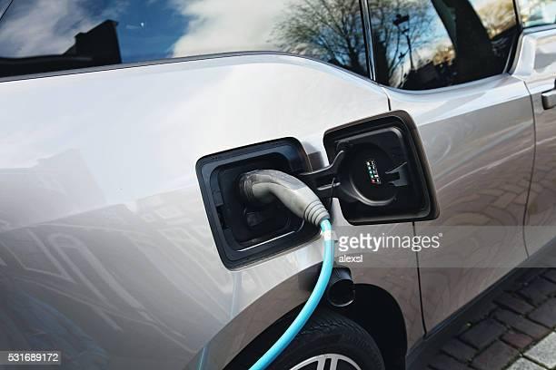 BMW i3 Urban Elektroauto aufladen in Amsterdam