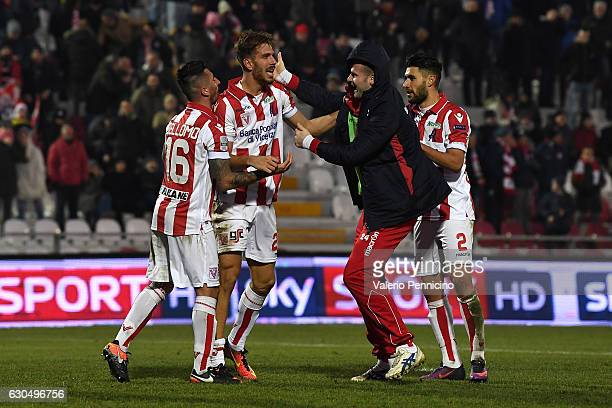 Iacopo Cernigoi of Vicenza Calcio celebrates a goal with team mates during the Serie B match between Vicenza Calcio and AS Cittadella at Stadio Romeo...