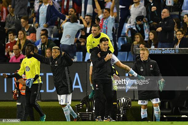 Iago Aspas celebrates the victory with his head coach Eduardo Berizzo of RC Celta de Vigo at the end of the La Liga match between Real Club Celta de...