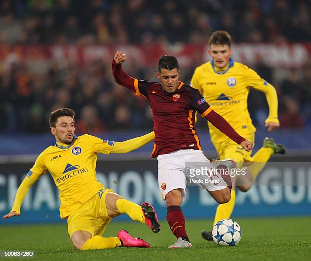 Iago Falque of AS Roma competes for the ball with Nemanja Milunovic of FC BATE Borisov during the UEFA Champions League group E match between AS Roma...