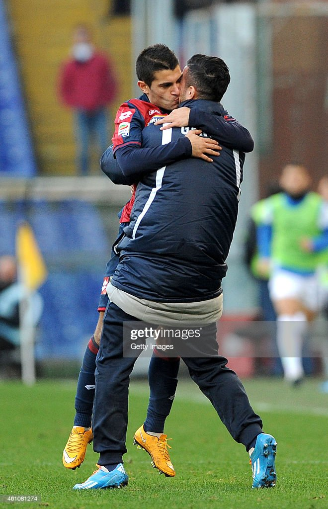 Iago Falque of Genoa CFC celebrates after scoring from the penalty spot during the Serie A match between Genoa CFC and Atalanta BC at Stadio Luigi...