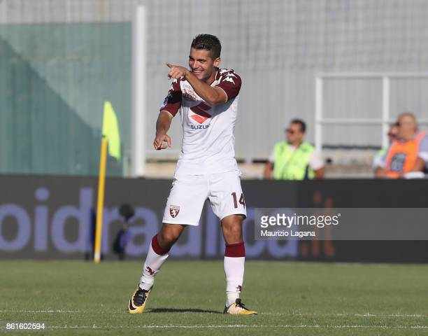 Iago Falque of Torino celebrates after scoring his team's equalizing goal during the Serie A match between FC Crotone and Torino FC at Stadio...