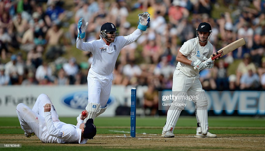 <a gi-track='captionPersonalityLinkClicked' href=/galleries/search?phrase=Ian+Bell&family=editorial&specificpeople=206128 ng-click='$event.stopPropagation()'>Ian Bell</a> of England catches out Hamish Rutherford of New Zealand during day three of the second Test match between New Zealand and England at Basin Reserve on March 16, 2013 in Wellington, New Zealand.