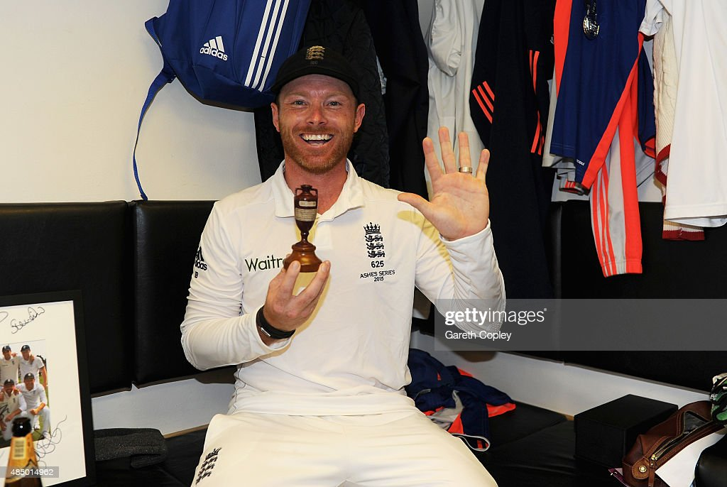 <a gi-track='captionPersonalityLinkClicked' href=/galleries/search?phrase=Ian+Bell&family=editorial&specificpeople=206128 ng-click='$event.stopPropagation()'>Ian Bell</a> of England celebrates with the ashes urn in the dressing rooms after the 5th Investec Ashes Test match between England and Australia at The Kia Oval on August 23, 2015 in London, United Kingdom.