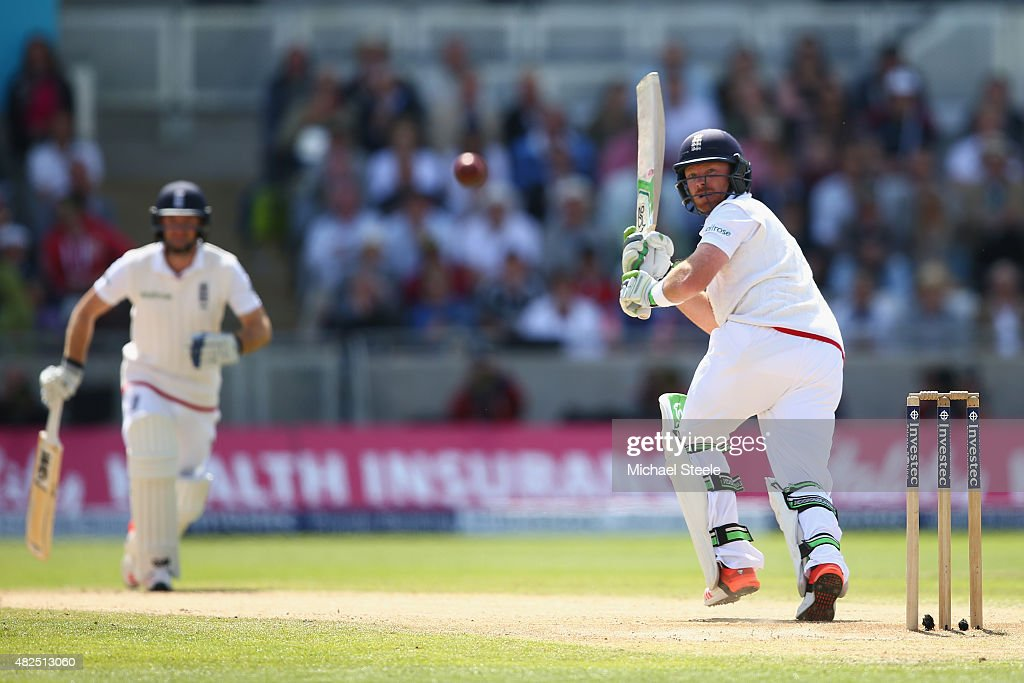 England v Australia: 3rd Investec Ashes Test - Day Three : News Photo