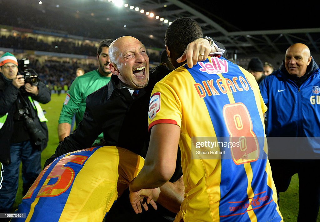 <a gi-track='captionPersonalityLinkClicked' href=/galleries/search?phrase=Ian+Holloway&family=editorial&specificpeople=235580 ng-click='$event.stopPropagation()'>Ian Holloway</a> the Crystal Palace manager celebrates with <a gi-track='captionPersonalityLinkClicked' href=/galleries/search?phrase=Kagisho+Dikgacoi&family=editorial&specificpeople=4858795 ng-click='$event.stopPropagation()'>Kagisho Dikgacoi</a> and <a gi-track='captionPersonalityLinkClicked' href=/galleries/search?phrase=Mile+Jedinak&family=editorial&specificpeople=3123629 ng-click='$event.stopPropagation()'>Mile Jedinak</a> after winning the npower Championship play off semi final second leg between Brighton & Hove Albion and Crystal Palace at Amex Stadium on May 13, 2013 in Brighton, England.