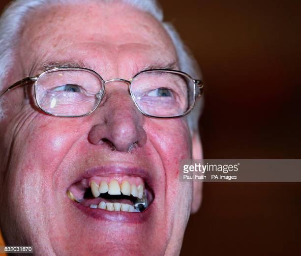 Ian Paisley leader of the Democratic Unionist Party addresses the media after his meeting with British Prime Minister Tony Blair and Taoiseach Bertie...