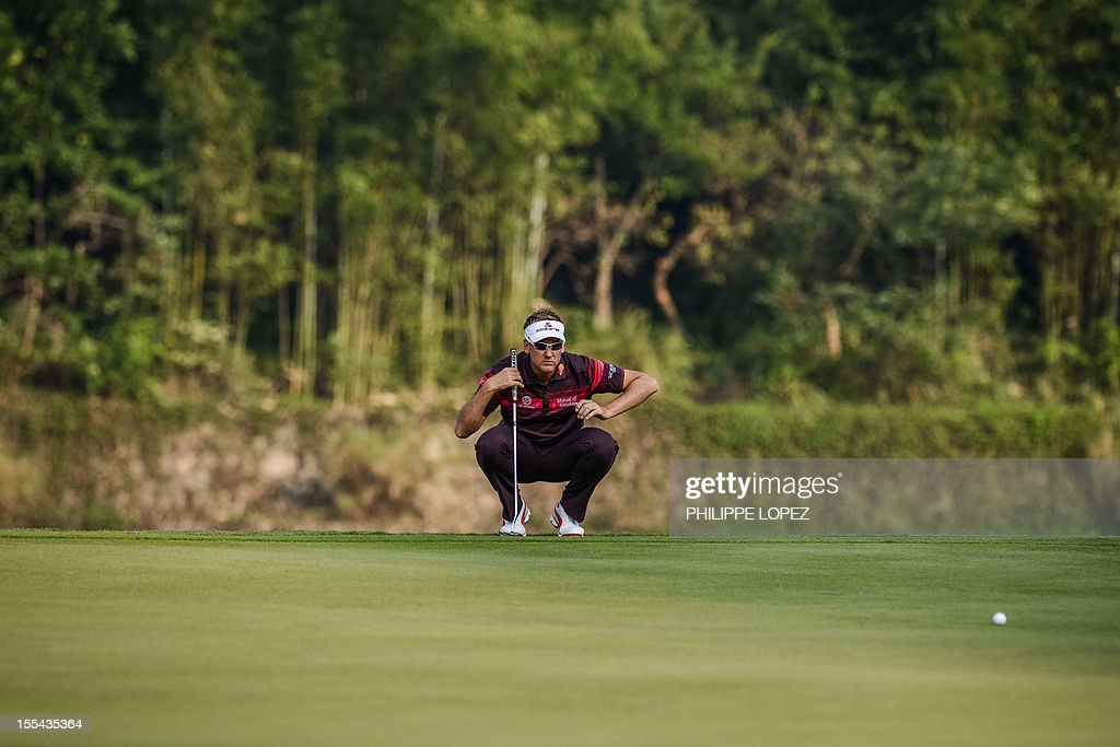 Ian Poulter of England aims a shot during the last round of the WGC-HSBC Champions golf tournament held on the Olazabal Course at Mission Hill Golf Club in Dongguan on November 4, 2012. Poulter won the tournament and finished on 21 under par. AFP PHOTO / Philippe Lopez