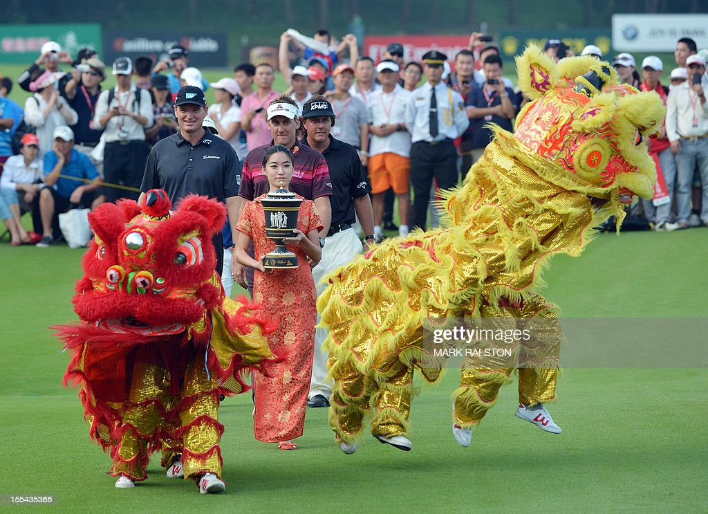 Ian Poulter of England (2nd R) arrives with (L-R) Ernie Els of South Africa, Scott Piercy, Jason Dufner and Phil Mickelson all of the US who tied second, after Poulter won the WGC-HSBC Champions tournament held on the Olazabal Course at the Mission Hill Golf Club in Dongguan on November 4, 2012. Poulter finished on 21 under par. AFP PHOTO/Mark RALSTON