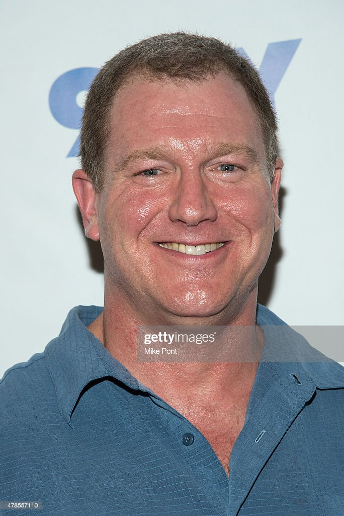 Ian Roberts attends 'An Evening with the Upright Citizens Brigade' presented by 92nd Street - ian-roberts-attends-an-evening-with-the-upright-citizens-brigade-by-picture-id478557110