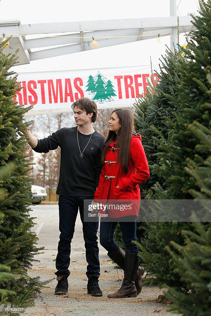 ian somerhalder and nina dobrev spotted christmas tree shopping wearing american eagle on december 3 - Christmas Tree Shopping