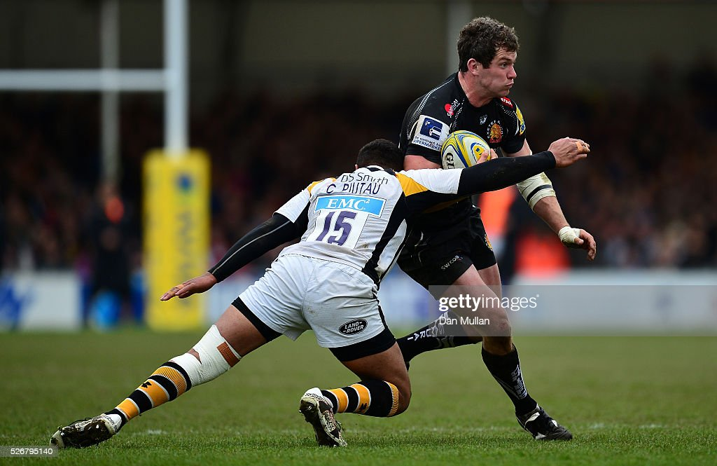Ian Whitten of Exeter Chiefs takes on <a gi-track='captionPersonalityLinkClicked' href=/galleries/search?phrase=Charles+Piutau&family=editorial&specificpeople=7158787 ng-click='$event.stopPropagation()'>Charles Piutau</a> of Wasps during the Aviva Premiership match between Exeter Chiefs and Wasps at Sandy Park on May 01, 2016 in Exeter, England.