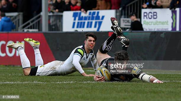 Ian Whitten of Exeter scores his team's first try of the game during the Aviva Premiership match between Exeter Chiefs and Bath Rugby at Sandy Park...