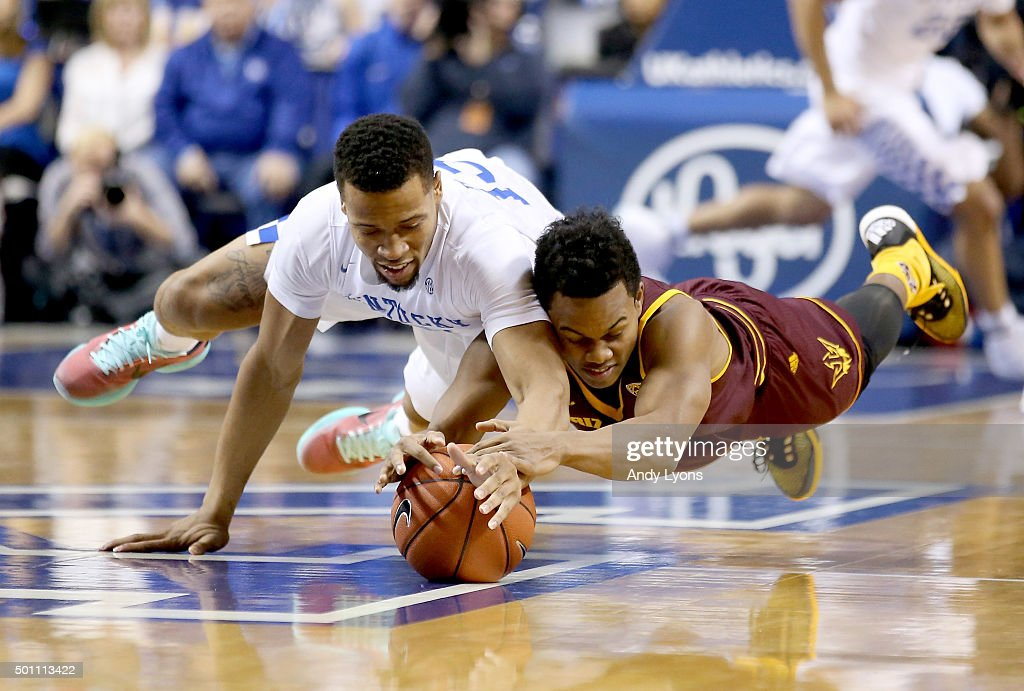Iasiah Briscoe of the Kentucky Widcats and Tra Holder of the Arizona State Sun Devils battle for a loose ball during the game at Rupp Arena on...
