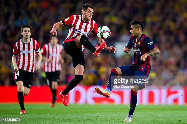 Ibai Gomez of Athletic Club fights for the ball with Neymar Santos Jr of FC Barcelona during the Copa del Rey Final between Athletic Club and FC...