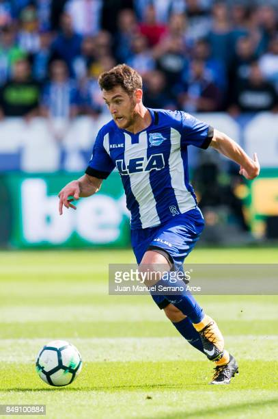 Ibai Gomez of Deportivo Alaves controls the ball during the La Liga match between Deportivo Alaves and Villarreal CF at Mendizorroza stadium on...