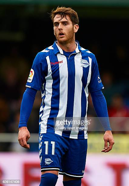 Ibai Gomez of Deportivo Alaves looks on during the La Liga match between Villarreal CF and Deportivo Alaves at El Madrigal on November 27 2016 in...