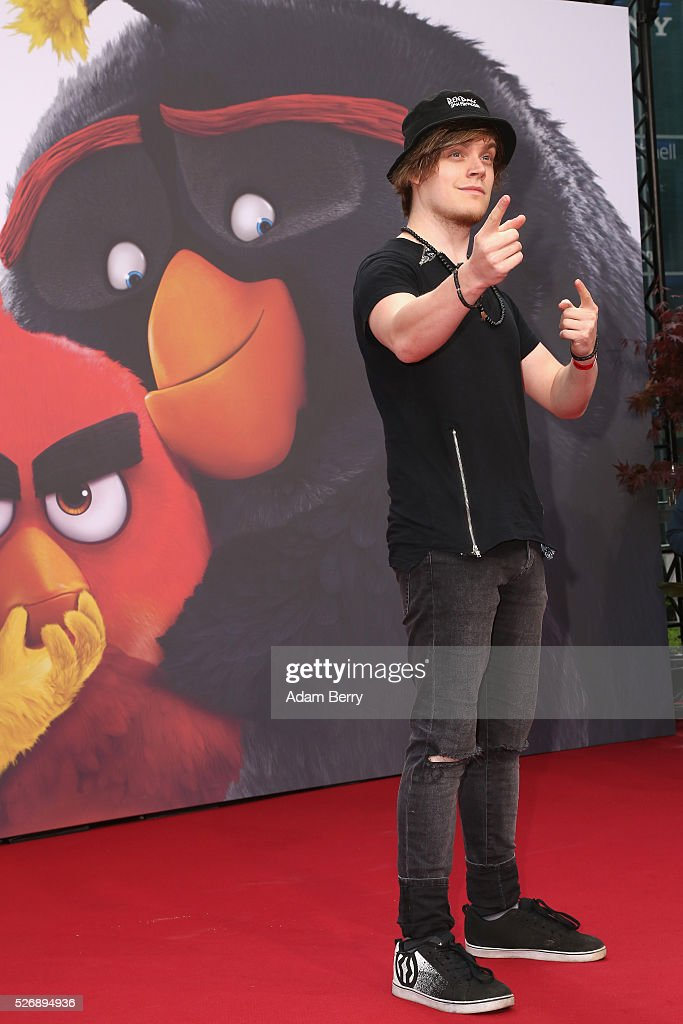Viktor aka iBlali attend the premiere of 'Angry Birds - Der Film' on May 01, 2016 in Berlin, Berlin.