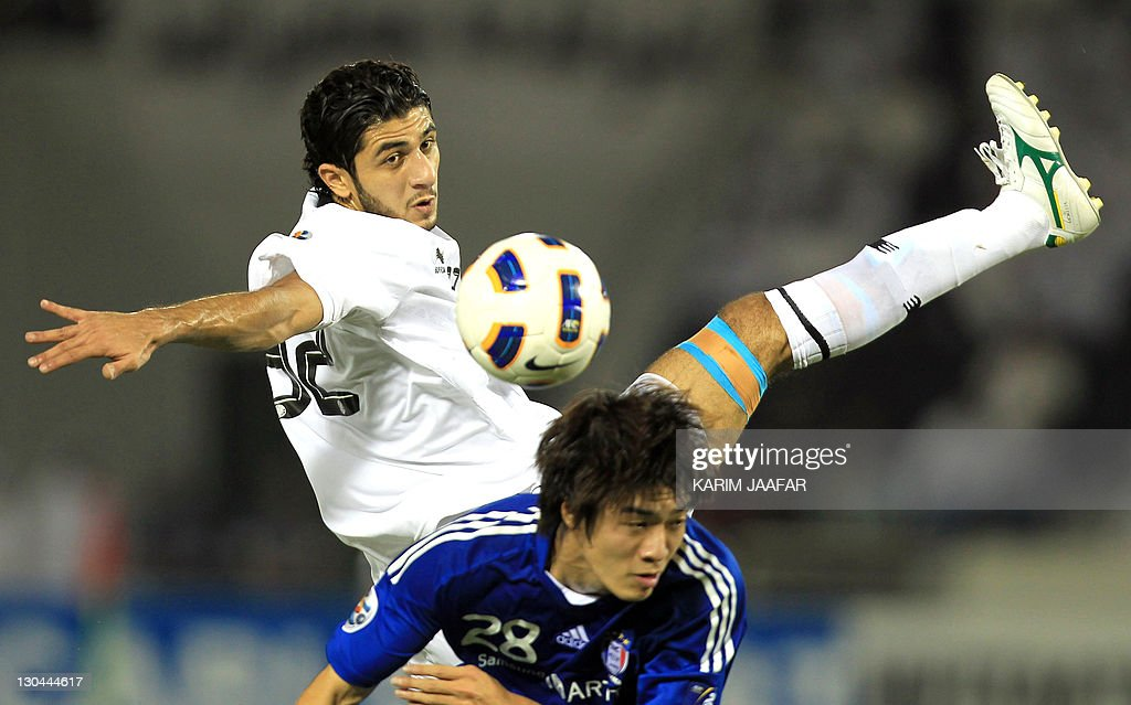 Ibrahim Maged of Qatar's Al-Sadd club (back) challenges Ha Tae Goon of South Korea's Suwon Samsung Bluewings during their AFC Champions League semi-final football match at Al-Sadd stadium in Doha, on October 26, 2011. Suwon won 1-0.