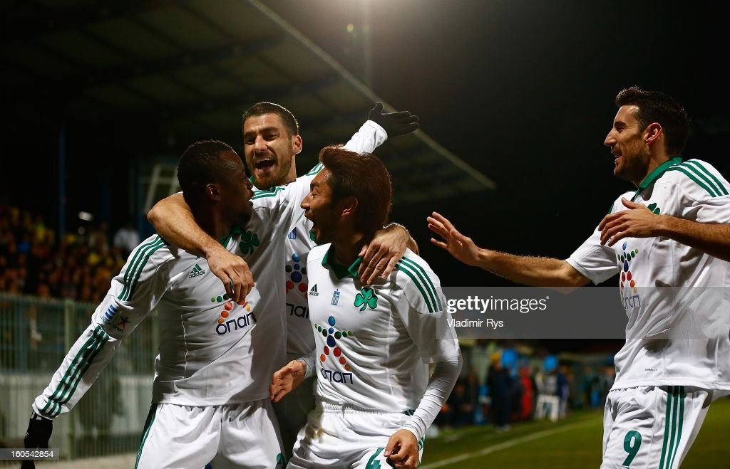 Ibrahim Sissoko (L) celebrates with Giorgos Seitaridis, <a gi-track='captionPersonalityLinkClicked' href=/galleries/search?phrase=Yohei+Kajiyama&family=editorial&specificpeople=3971758 ng-click='$event.stopPropagation()'>Yohei Kajiyama</a> and Toche of Panathinaikos after scoring his team's first goal during the Superleague match between Asteras Tripolis and Panathinaikos FC at Asteras Tripolis Stadium on February 2, 2013 in Tripolis, Greece.