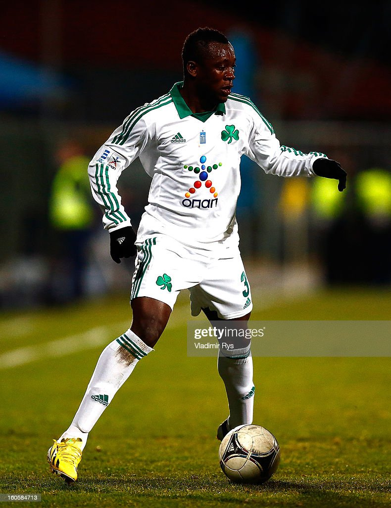 Ibrahim Sissoko of Panathinaikos controls the ball during the Superleague match between Asteras Tripolis and Panathinaikos FC at Asteras Tripolis Stadium on February 2, 2013 in Tripolis, Greece.