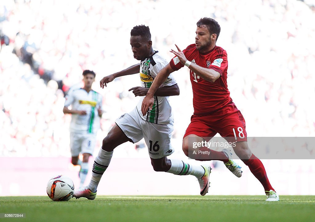 Ibrahima Traore of Borussia Monchengladbach challenges Juan Bernat of Bayern Munich during the Bundesliga match between FC Bayern Muenchen and Borussia Moenchengladbach on April 30, 2016 in Munich, Bavaria.