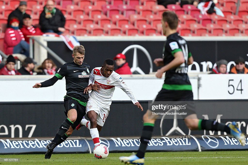 Ibrahima Traore (C) of Stuttgart fights for the ball with Aaron Hunt (L) of Bremen during the Bundesliga match between VfB Stuttgart and Werder Bremen at Mercedes-Benz Arena on February 9, 2013 in Stuttgart, Germany.