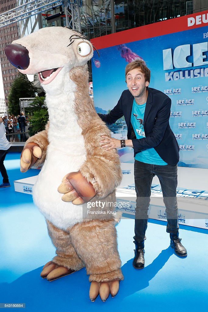 Ice Age figure Sid and Freshtorge attend the 'Ice Age - Kollision Voraus' German Premiere at CineStar on June 26, 2016 in Berlin, Germany.