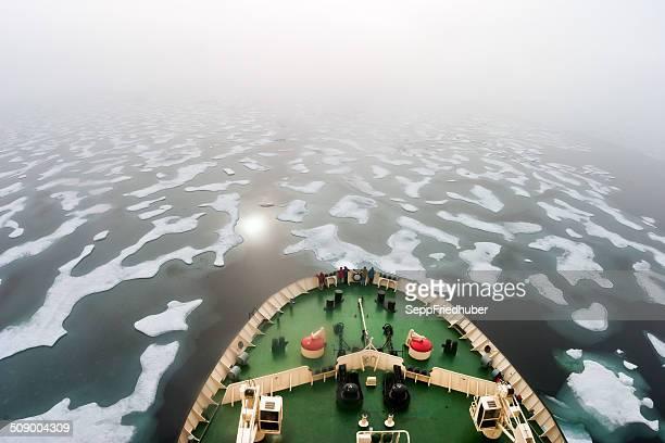 Per rompere il ghiaccio, in direzione dell'fogy NE passaggio Russia