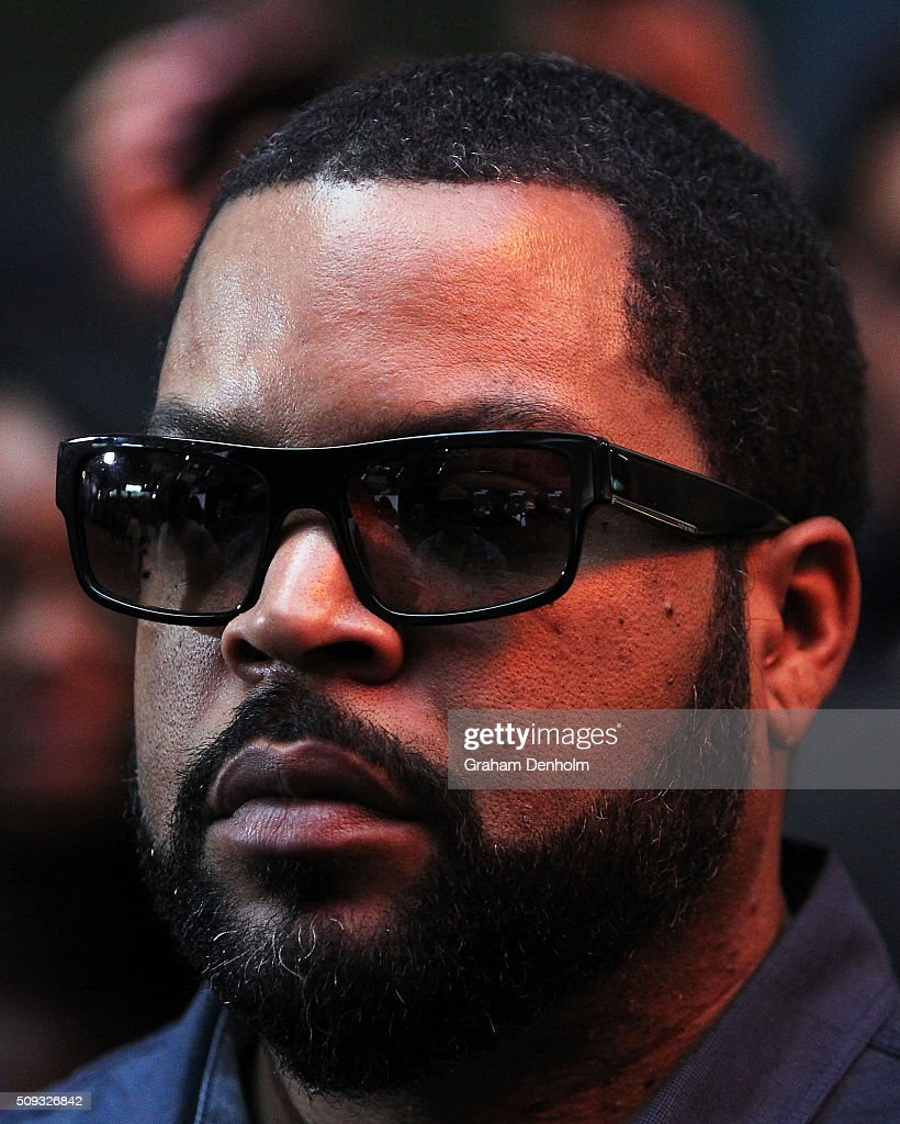 <a gi-track='captionPersonalityLinkClicked' href=/galleries/search?phrase=Ice+Cube+-+Entertainer&family=editorial&specificpeople=202098 ng-click='$event.stopPropagation()'>Ice Cube</a> arrives ahead of the Ride Along 2 Australian Premiere at Hoyts Melbourne Central on February 10, 2016 in Melbourne, Australia.
