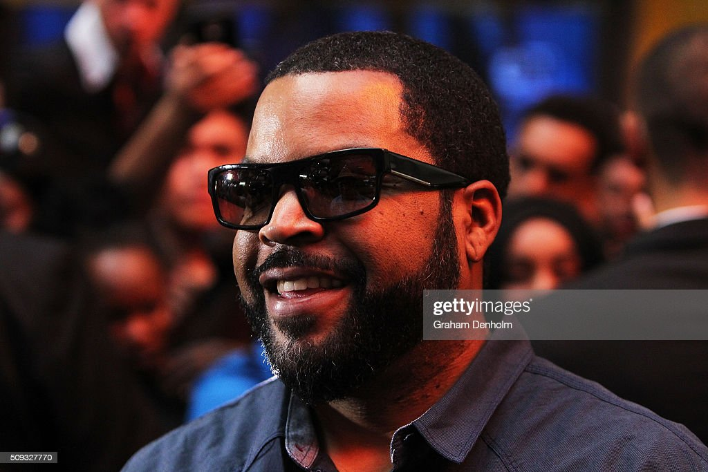 <a gi-track='captionPersonalityLinkClicked' href=/galleries/search?phrase=Ice+Cube+-+Artista&family=editorial&specificpeople=202098 ng-click='$event.stopPropagation()'>Ice Cube</a> arrives ahead of the Ride Along 2 Australian Premiere at Hoyts Melbourne Central on February 10, 2016 in Melbourne, Australia.