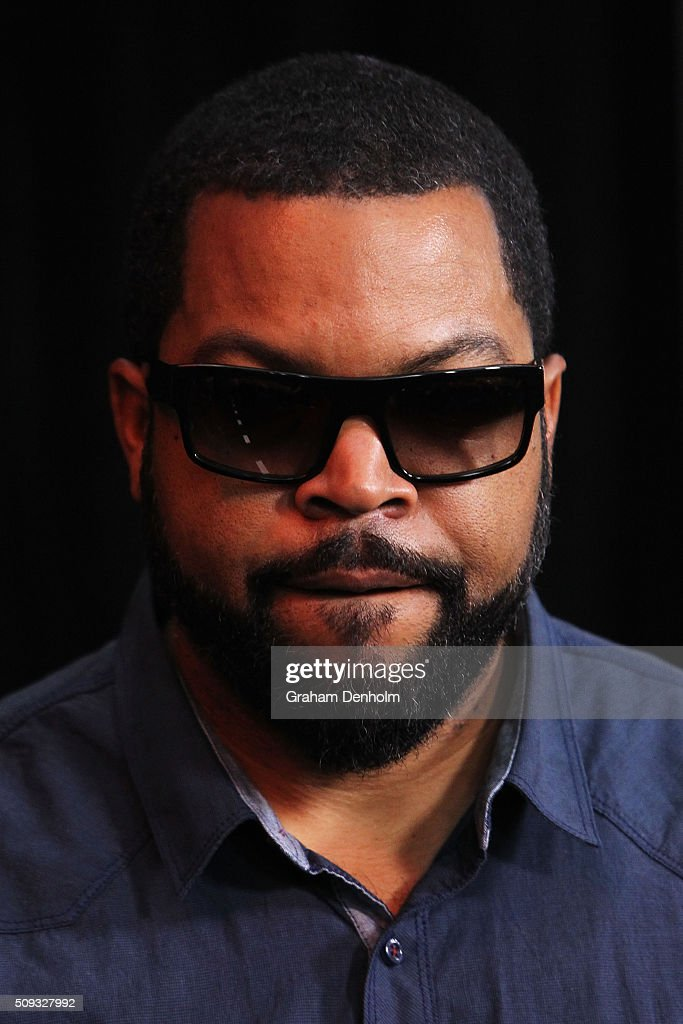 <a gi-track='captionPersonalityLinkClicked' href=/galleries/search?phrase=Ice+Cube+-+Artiest&family=editorial&specificpeople=202098 ng-click='$event.stopPropagation()'>Ice Cube</a> arrives ahead of the Ride Along 2 Australian Premiere at Hoyts Melbourne Central on February 10, 2016 in Melbourne, Australia.