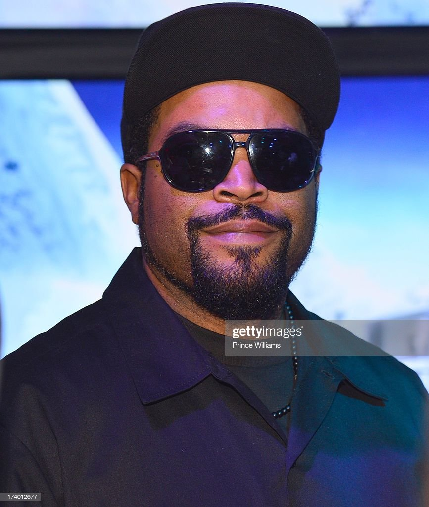 <a gi-track='captionPersonalityLinkClicked' href=/galleries/search?phrase=Ice+Cube+-+Underh%C3%A5llare&family=editorial&specificpeople=202098 ng-click='$event.stopPropagation()'>Ice Cube</a> attends Coors Light 'Search For The Coldest' MC With Special Guest Big Sean at Prive on July 18, 2013 in Atlanta, Georgia.
