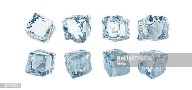 Cubos de hielo aislados en fondo blanco