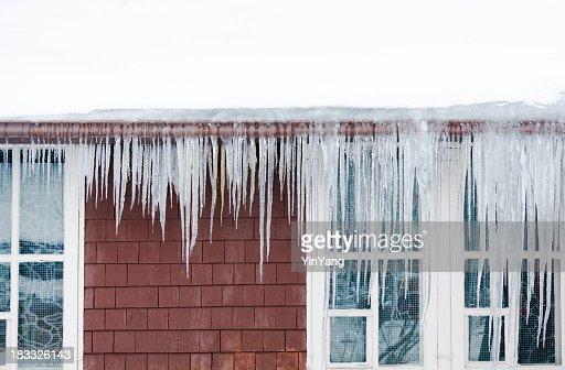Ice ダム、雪の屋根、Icicles 冬の損傷を引き起こすハウスウィンタースキーパッケージ