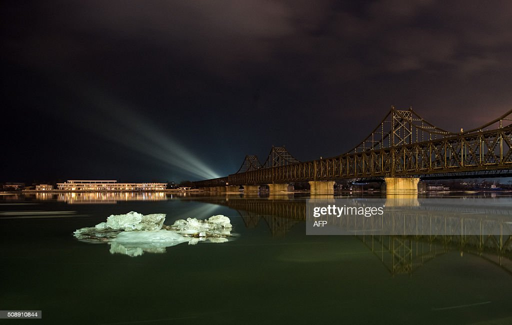 Ice floats on the banks of the Yalu River at the Chinese border town of Dandong opposite the North Korean town of Sinuiju on February 7, 2016. North Korea said on February 7 it had successfully put a satellite into orbit, with a rocket launch widely condemned as a ballistic missile test for a weapons delivery system to strike the US mainland. AFP PHOTO / JOHANNES EISELE / AFP / JOHANNES EISELE