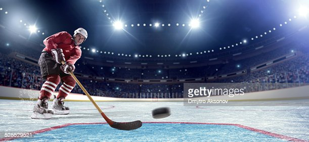 Giocatore di Hockey su ghiaccio segnare Baner ready